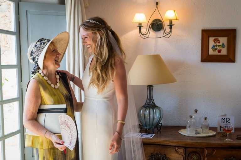 Cathy and her mum share a moment before her Mallorca finca wedding